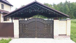 Кованые ворота с навесом во Владимире