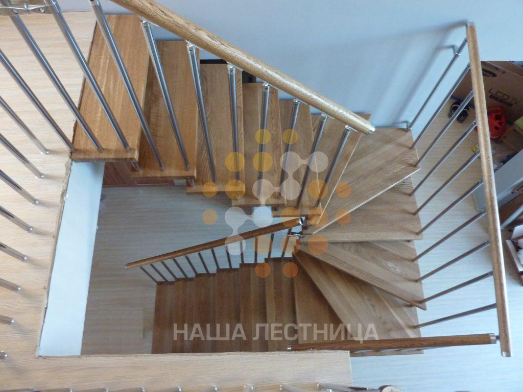 модульная лестница, ограждение-балясины из композита, поручень-бук.