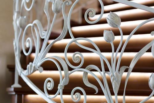 Кованое лестничное ограждение, уникальный дизайн ART-MASTER.KOVKA