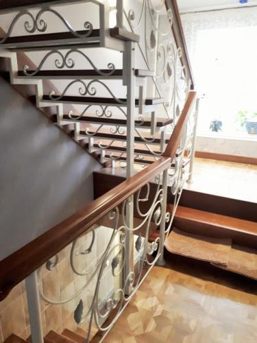 Лестница на металлокаркасе на третий этаж
