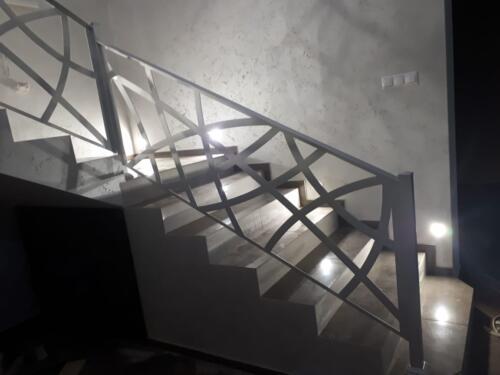 Ограждение лестницы хай-тек